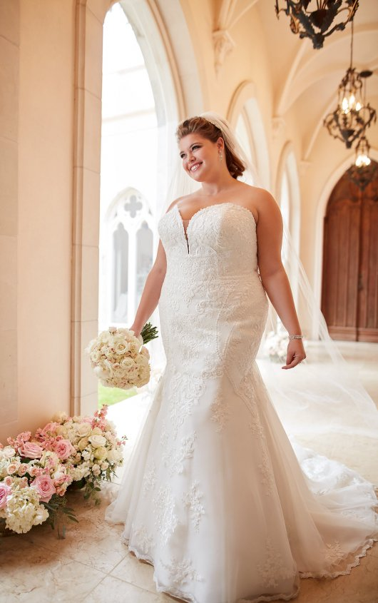 Designer Plus Size Wedding Dresses. Desktop Image